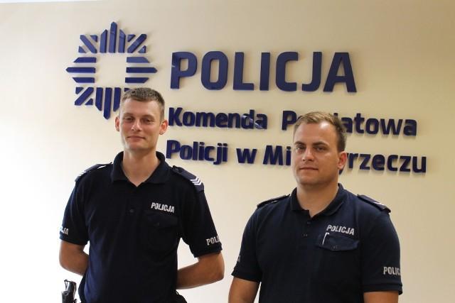 Zdesperowaną kobietę uratowali policjanci st. sierż. Marcin Haczek i sierż. szt. Zbigniew Stępień