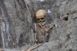Gdańsk: Szkielety odnalezione w Nowym Porcie będą ponownie pochowane. W miejscu ich odnalezienia nadal mogą być ludzkie kości