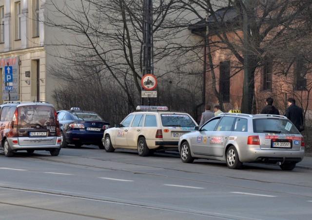 Taksówki zajmują miejsca mieszkańcom, bo jest zbyt mało postojów dla taksówek