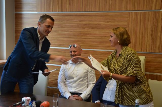 Wataha i Centrum Medyczne Aldemed podpisały umowę o współpracy.