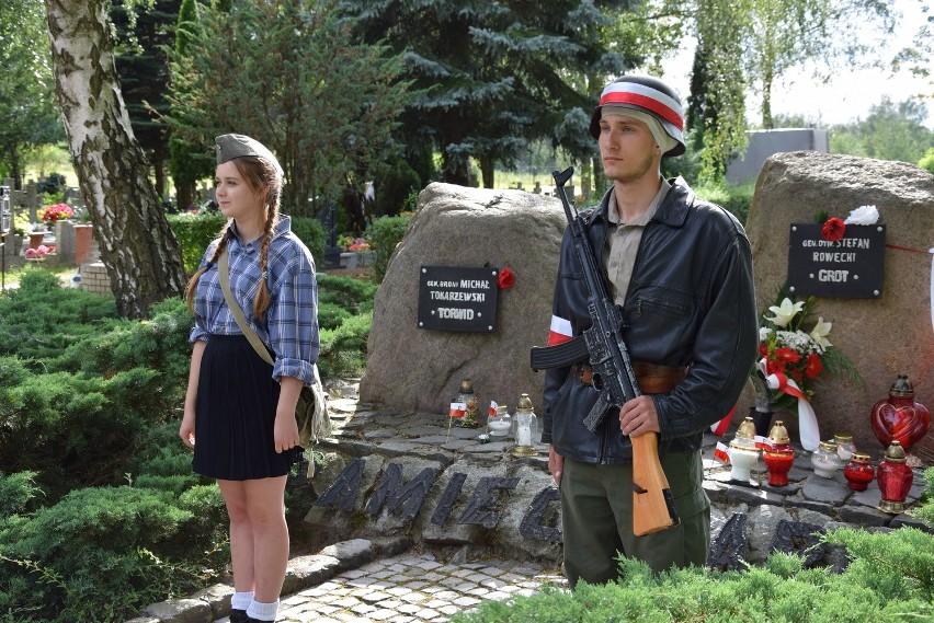 Obchody 72. rocznicy wybuchu Powstania Warszawskiego odbyły się na cmentarzu przy ul. Żwirowej.