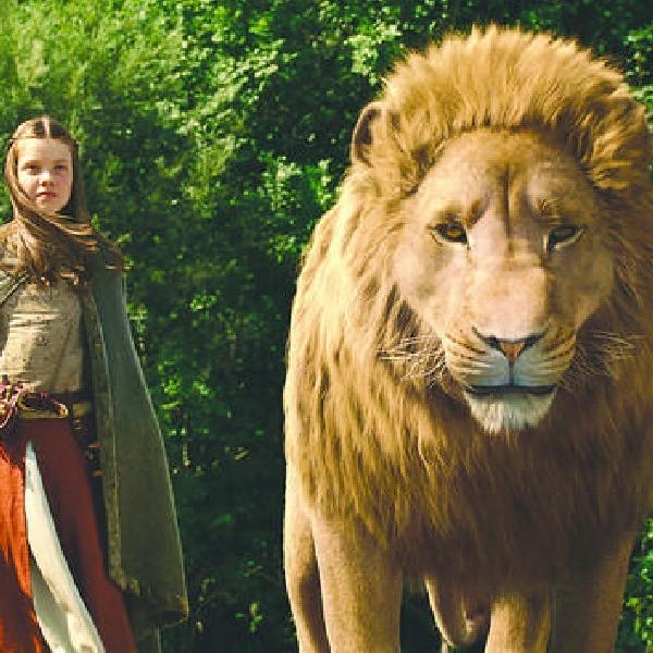 Lew Aslan ma pomóc rodzeństwu wygrać bitwę, w której stawką jest tron dla księcia Kaspiana.