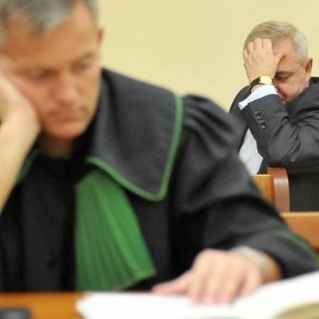 Piątek był piątym dniem, który prezydent Tadeusz Jędrzejczak spędził na ławie oskarżonych