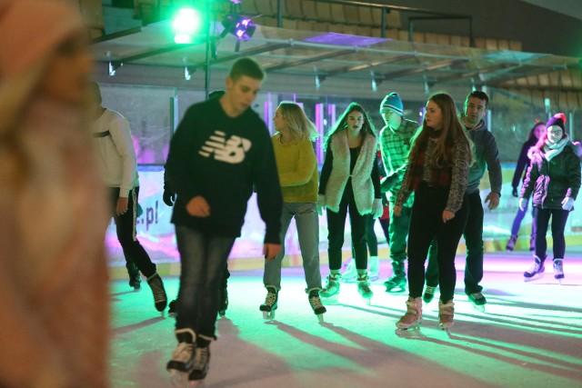 Disco na lodowisku: Zabawa na lodowisku katowickiego Spodka w rytmie muzyki DISCO