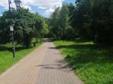 W Parku Piszczele w Sandomierzu latarnie świecą już o godzinie 17. Wszystko przez awarię oświetlenia