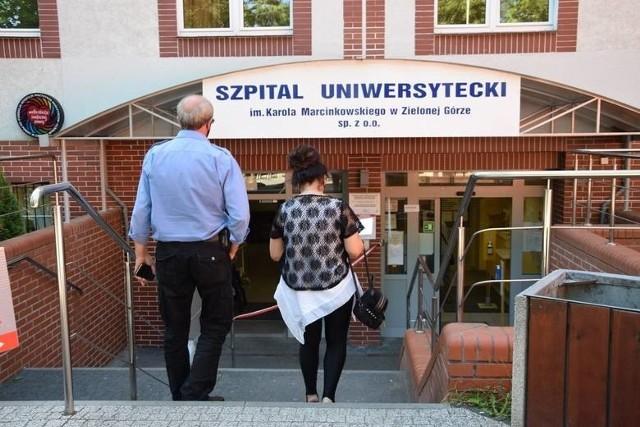 Przyszpitalna przychodnia, gdzie przyjmują pulmonolodzy działa z harmonogramem, ale kolejka jest bardzo długa...
