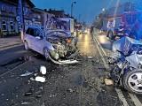Groźny wypadek na ul. Fordońskiej w Bydgoszczy. Dwie osoby w szpitalu. Utrudnienia w ruchu [zdjęcia]