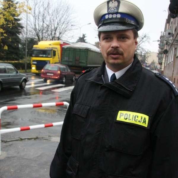 - Zlikdowano te przejścia, które były w najniebezpieczniejszych miejscach na Jagiełły - mówi Mirosław Dziadek z policji.