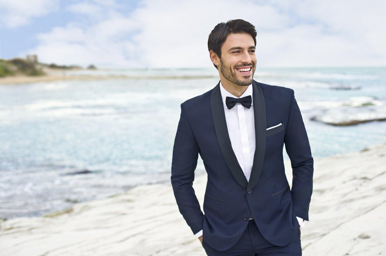ed27fa0a42c89 Elegancki garnitur to klasyczne rozwiązanie, idealne na ślub. Każda męska  sylwetka będzie dobrze się w nim prezentować – wystarczy odpowiednie  dopasowanie.