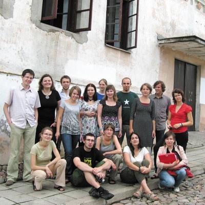 Uczestnicy obozu w Krynkach. Chcą m.in. wyremontować środek synagogi.