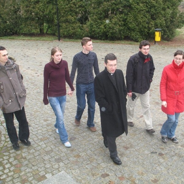 Michał, Kasia, Mariusz, ks. Dariusz, Łukasz, Ania