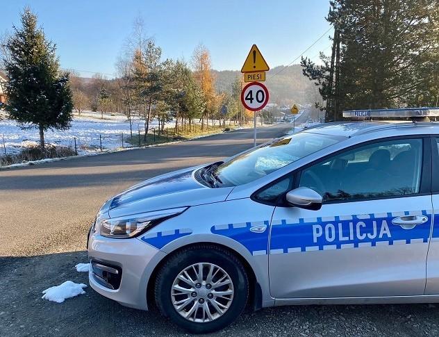 Policyjny patrol przy ul. Ptasznica w Sułkowicach. Tylko tutaj w miniony weekend dwóch kierowców straciło prawo jazdy