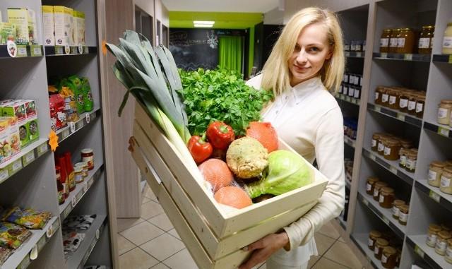 Paulina Bartlińska prowadzi w Zielonej Górze sklep Ekoganik ze zdrową żywnością. Można w nim znaleźć produkty ekologiczne, naturalne i tradycyjne.