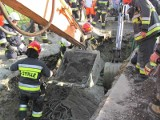 Tragedia w Gorzycach: pracownik zginął pod zwałami ziemi i gliny podczas robót kanalizacyjnych ZDJĘCIA