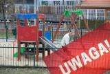 Dwuletnie dziecko poparzone kwasem. Kto oblał zjeżdżalnię kwasem? To akt terroryzmu społecznego - mówi wójt Jasienicy. Policja szuka sprawcy