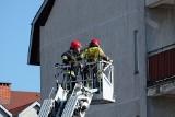Białystok. Strażacy weszli przez balkon do mieszkania przy Żeromskiego. Takiego widoku się nie spodziewali (zdjęcia)