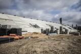 Dziś radni będą decydować czy dołożyć pieniądze na budowę hali sportowej i stadionu. Na sesję wybierają się kibice