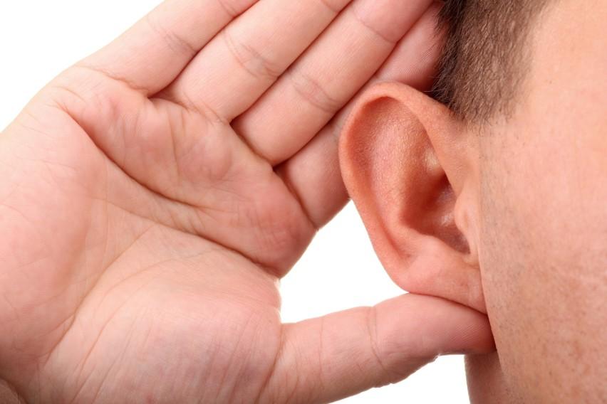 Niewyleczona grypa może powodować dotkliwy ból ucha (w...