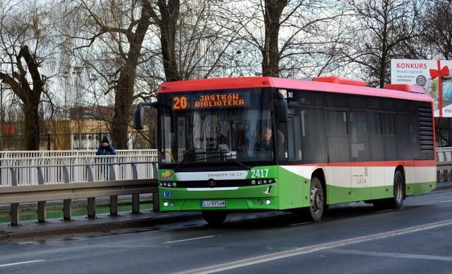 Czytelniczka Kuriera skarży się na przepełniony autobus nr 20 i korektę jego trasy od dnia 1 marca.