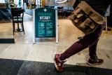 Klienci coraz chętniej wracają do stacjonarnych zakupów