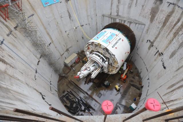 Grudzień 2020. Uruchomienie dużej maszyny TBM odbyło się hucznie, ale nadal nie wiadomo, kiedy zacznie się wiercenie tunelu