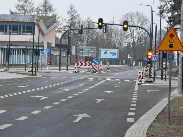 Przejezdne są dwa nowe ronda przy ulicach Świetlickiego i Moniuszki, ale w obrębie skrzyżowania ulic Kilińskiego i Grota Roweckiego wciąż są wygrodzenia. Przejazd ul. Grota Roweckiego przez skrzyżowanie odbywa się wahadłowo.