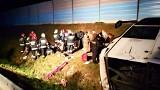 Wypadek autobusu na autostradzie A2 niedaleko Łodzi. Kilkanaście osób rannych [ZDJĘCIA, FILM]