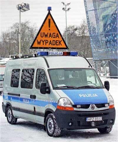 Ambulans Pogotowia Ruchu Drogowego trafił do suwalskiej policji