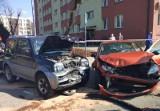 Oświęcim. Wjechała suzuki pod prąd na rondo i zderzyła się z dwoma innymi autami