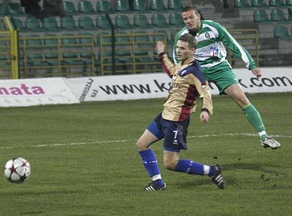Zbigniew Grzybowski strzela trzeciego gola dla Górnika.
