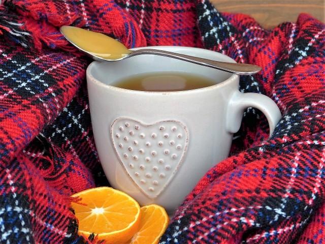 Przeziębić można się o każdej porze roku, ale jesienią i zimą zdarza się to najczęściej. Co robić, gdy wokół nas wszyscy są zakatarzeni? Jak bronić się przed przeziębieniem i co stosować, gdy nas dopadnie? O jakie produkty warto wzbogacić naszą dietę?