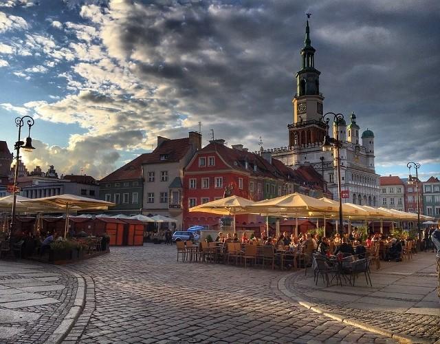 Zastanawialiście się kiedyś, jak prezentowany jest Poznań w zagranicznych serwisach? Jakie zdjęcia ilustrują informacje o naszym mieście? Twórcy takich materiałów najczęściej korzystają z ogólnodostępnych baz darmowych zdjęć. Oto 25 najlepszych zdjęć z serwisu Pixabay.Zobacz na kolejnych slajdach, jak wypadamy na zdjęciach w świecie - posługuj się myszką, klawiszami strzałek na klawiaturze lub gestami. Przejdź dalej --->