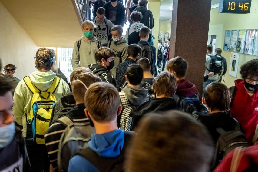 Opole w żółtej strefie. Po naradzie dyrektorów szkół - jak będzie wyglądało nauczanie hybrydowe?