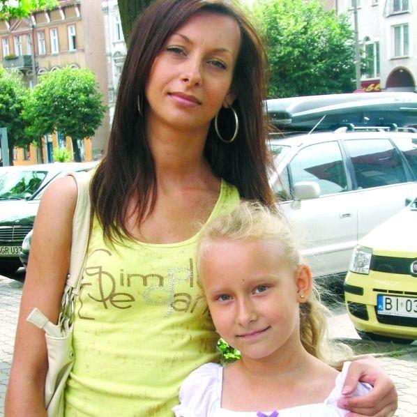 Ola Machanowska z Ełku po wakacjach zacznie naukę w SP nr 9. Razem ze starszą siostrą wybrały się na szkolne zakupy.