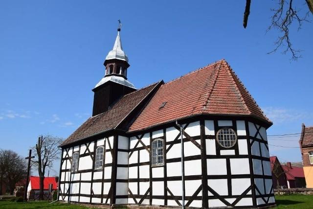 Kościółek w Kalsku to prawdziwa perełka architektoniczna.