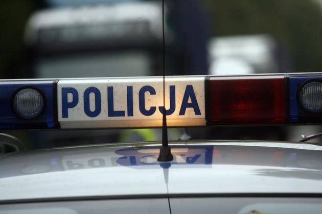 Volkswagen uderzył w drzewo na Dąbrowskiego. Nie żyje 54-letni mężczyzna