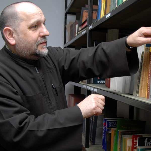 - Do dyspozycji przyszłych studentów oddajemy m.in. bogaty księgozbiór - mówi ojciec Andrzej Gut.