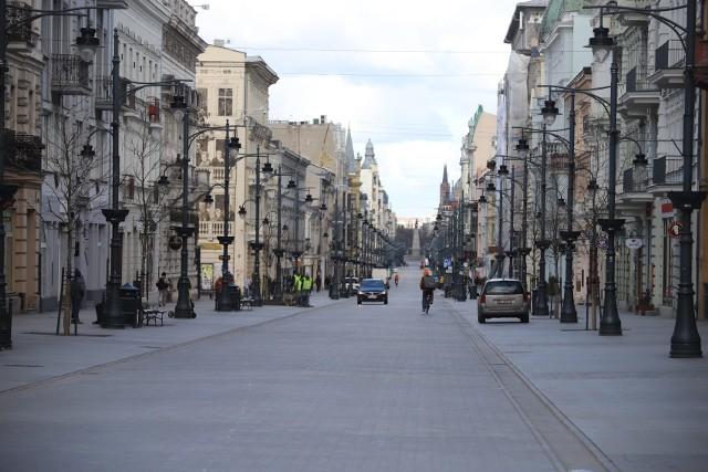Koronawirus w Łodzi. Puste centra handlowe i puste półki w sklepach. Mniej klientów na rynkach
