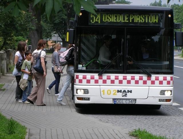 U kierowcy zapłacimy więcej za bilet - 3 zł. To ma zniechęcić pasażerów do takiej formy zapłaty za przejazd.