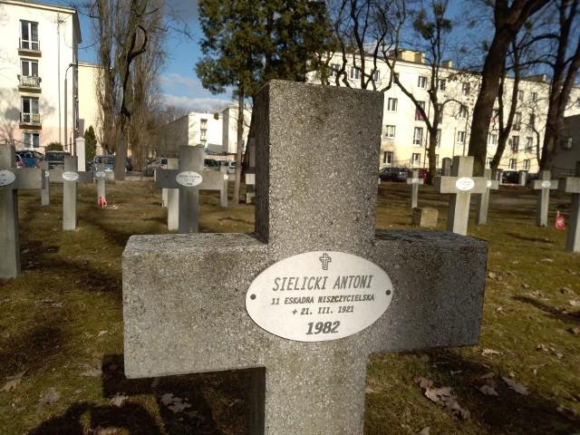 Porucznik Antoni Sielicki został pochowany na toruńskim cmentarzu garnizonowym