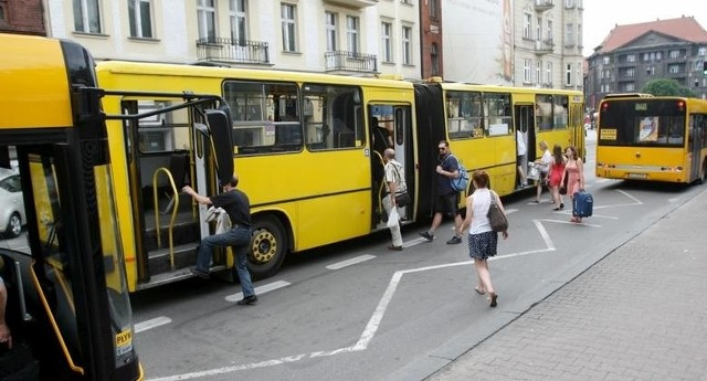 Jak będą jeździły autobusy i tramwaje w Boże Ciało? Podajemy rozkład jazdy. Sprawdź także, jak jeżdżą pociągi