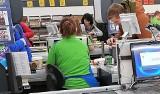 Niektórzy pacownicy Biedronki dostali nową premię, a tyle zarabiają w sklepie [STAWKI, KWOTY]