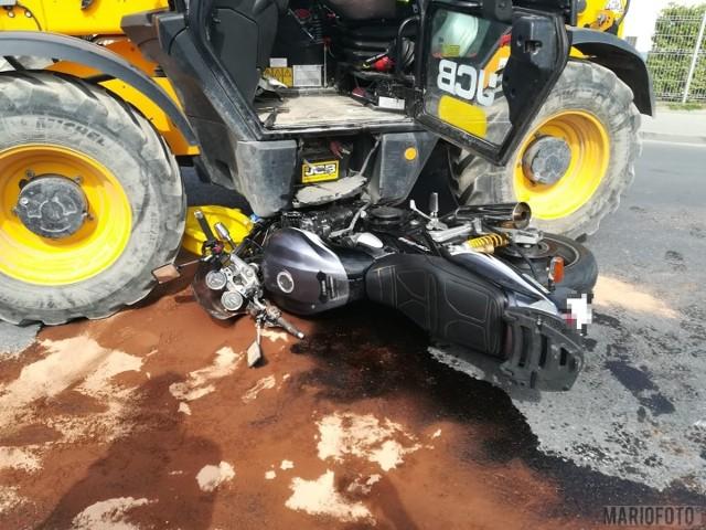 Do wypadku doszło w poniedziałkowe przedpołudnie na ulicy Norweskiej przy Elektrowni Opole. Motocyklista zderzył się tam z ładowarką.
