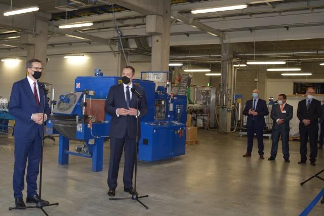 W Dragonie premier Matrusz Morawiecki (z lewej) mówił m.in. o wspieraniu rodzimych przedsiębiorców. Na zdj. z lewej prezes Michał Czekaj