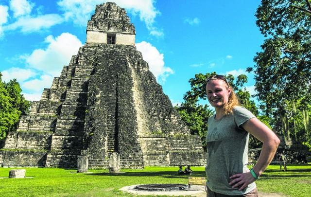 Powyżej główny plac ruin Tikal z jedną z piramid Majów w tle. - Wrażenie było niesamowite. Był to moment, w którym straciłam głos - uśmiecha się do swoich wspomnień Joanna.
