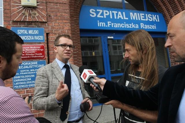 """Dopalacze: Policja zatrzymuje sprzedawców """"Mocarza"""". Toksykolog prosi o... wszczęcie śledztwa"""
