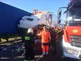 Wypadek na drodze ekspresowej S8. Kierowca ciężarówki był zakleszczony w kabinie (zdjęcia)
