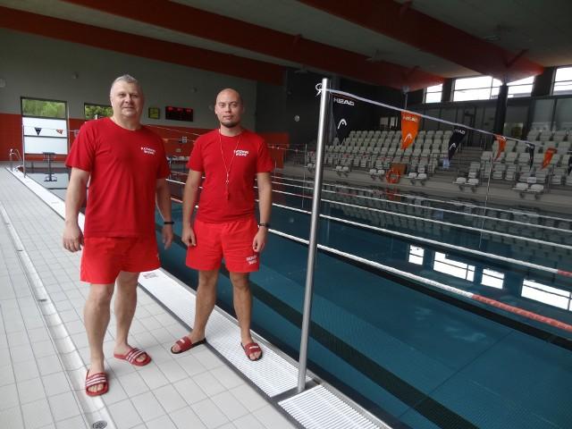 Nad Waszym bezpieczeństwem czuwać będą m.in. Piotr  Słaby i Robert Kubiak - ratownicy.