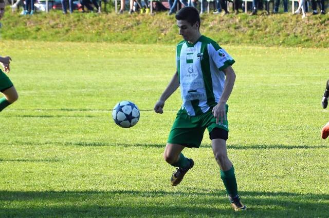 Kamil Majka, wychowanek Alwerni, obecnie broni barw Victorii Jaworzno, występującej w chrzanowskiej okręgówce.