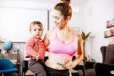 Płaski brzuch po porodzie? Nie wierz w w cuda! Tak naprawdę wygląda się po ciąży - brzuch nie znika w kilka tygodni
